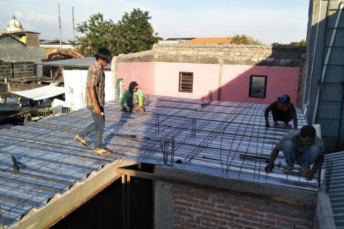 Konstruksi Plat Lantai Menggunakan Bondek